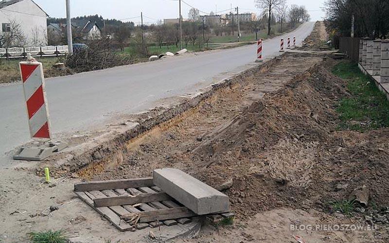 Przystanek autobusowy Micigózd pod koniec kwietnia