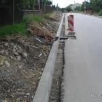 """Tak wygląda """"chodnik"""" wzdłuż ulicy Czarnowskiej w Piekoszowie"""