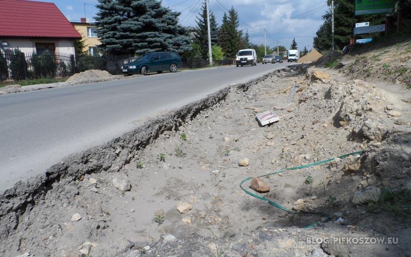 Wyrwa na ulicy Czarnowskiej nadal nie jest zabezpieczona