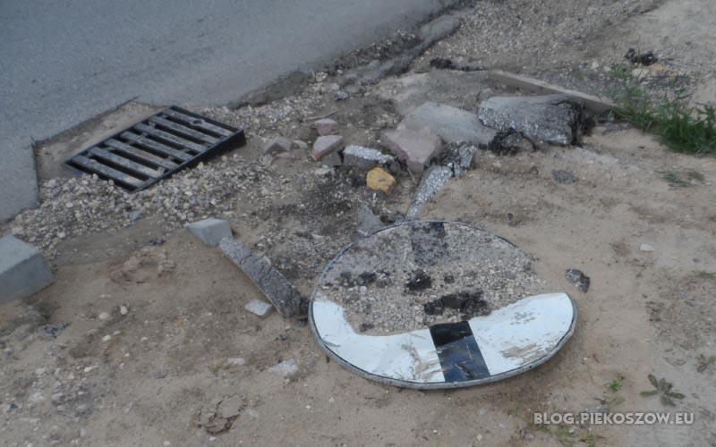 """Podczas przebudowy drogi wojewódzkiej nr 786 znaki drogowe służą też jako """"zabezpieczenie"""" studzienek"""