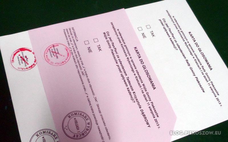 Karty do głosowania w referendum 11 sierpnia 2013 w Piekoszowie