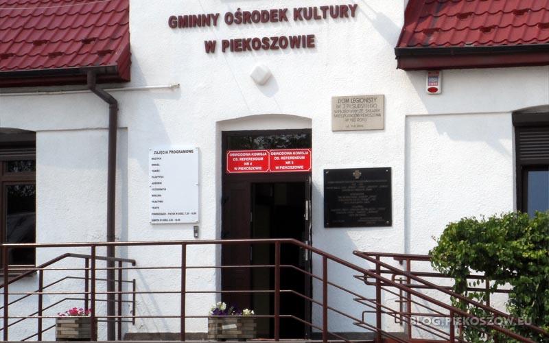 Obwodowa komisja do spraw referendum w Gminnym Ośrodku Kultury w Piekoszowie
