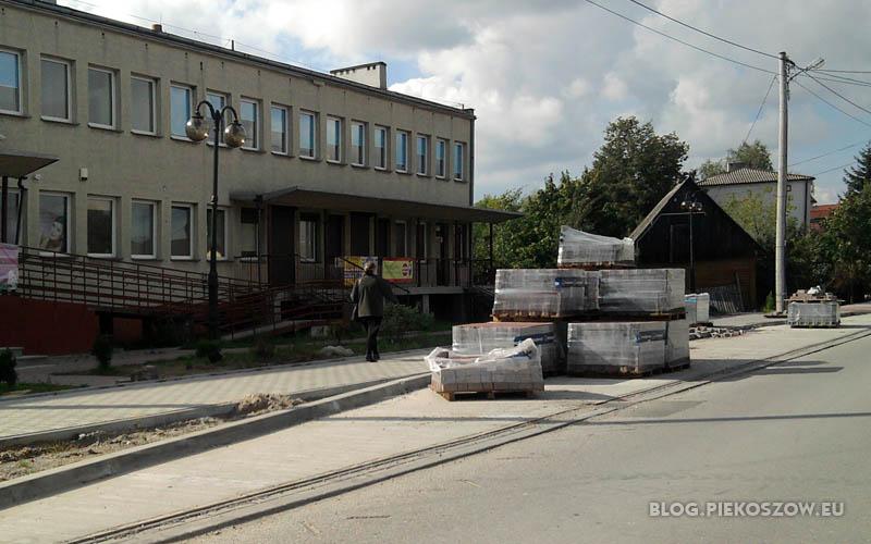 Przystanek autobusowy - widmo koło ośrodka zdrowia