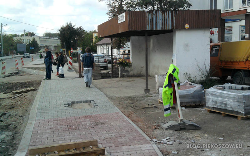 Przystanek autobusowy - widmo koło urzędu gminy