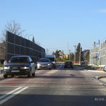 Wyniesione przejście dla pieszych na skrzyżowaniu ulicy Czarnowskiej z Sikorskiego