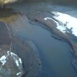Zanieczyszczona ściekami rzeka Bobrza w okolicy Piekoszowa