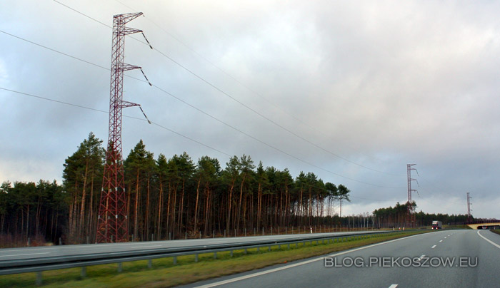 Linia wysokiego napięcia Kielce - Radkowice wzdłuż obwodnicy Kielce S7