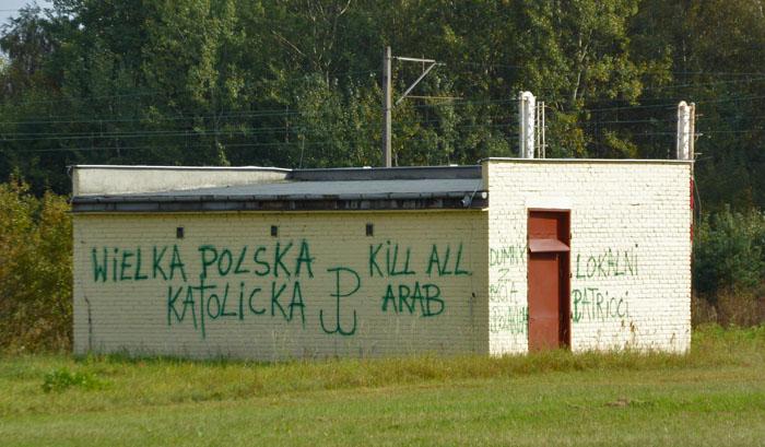 2016-10-02-rasistowski-napis-w-piekoszowie